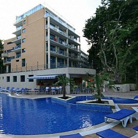 Туристическое агентство VIP TOURS Пляжный авиатур в Болгарию, Золотые пески, Holiday Park Hotel 4* - фото 1