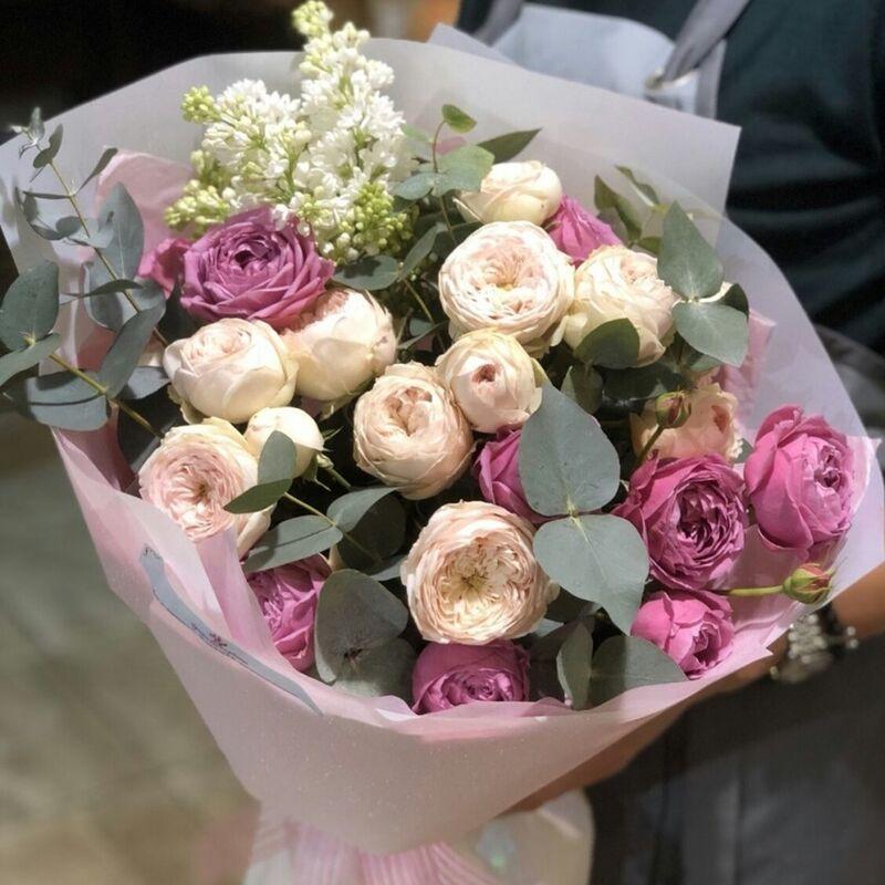 Магазин цветов Прекрасная садовница Букет с садовыми розами и эвкалиптом - фото 1