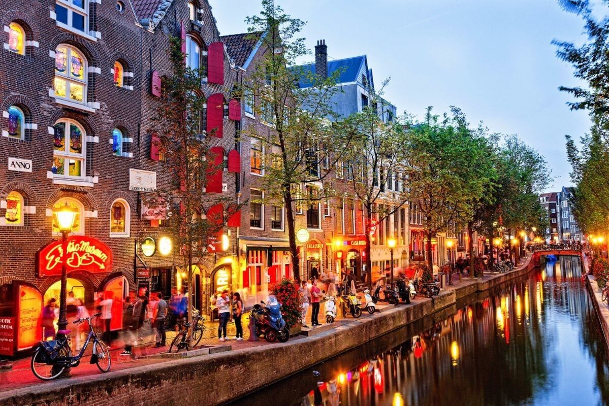 Туристическое агентство Внешинтурист Экскурсионный автобусный тур F1 «3 столицы: Амстердам – Лондон – Париж» - фото 1