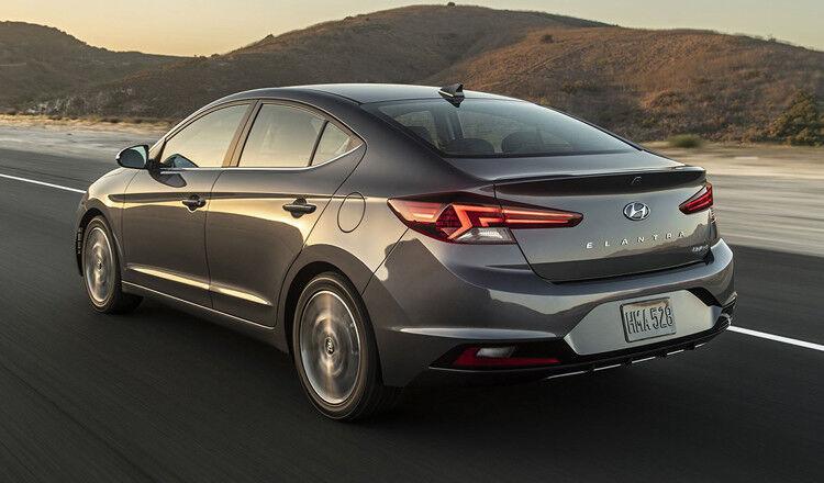 Прокат авто Hyundai Elantra 2019 AT - фото 4