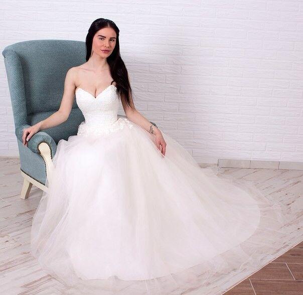 Свадебное платье напрокат Shkafpodrugi Пышное свадебное платье с отрытыми плечами, корсет расшит мелким кружевом 003-16 - фото 3