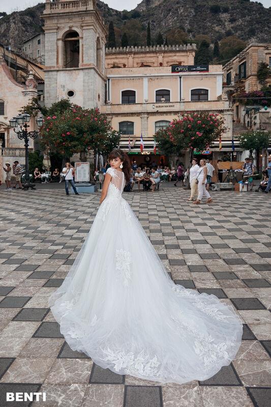 Свадебный салон Bonjour Galerie Свадебное платье BENTI из коллекции BELLA SICILIA - фото 1