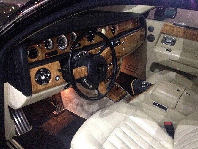 Прокат авто Rolls-Royce Phantom черного цвета - фото 10