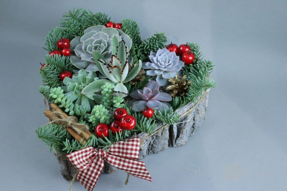 Магазин цветов Stone Rose Новогоднее сердце с суккулентами - фото 1