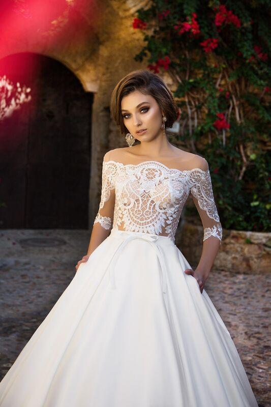 Свадебный салон Bonjour Свадебное платье «Iridora» из коллекции LA SENSUALITE 2017 - фото 3