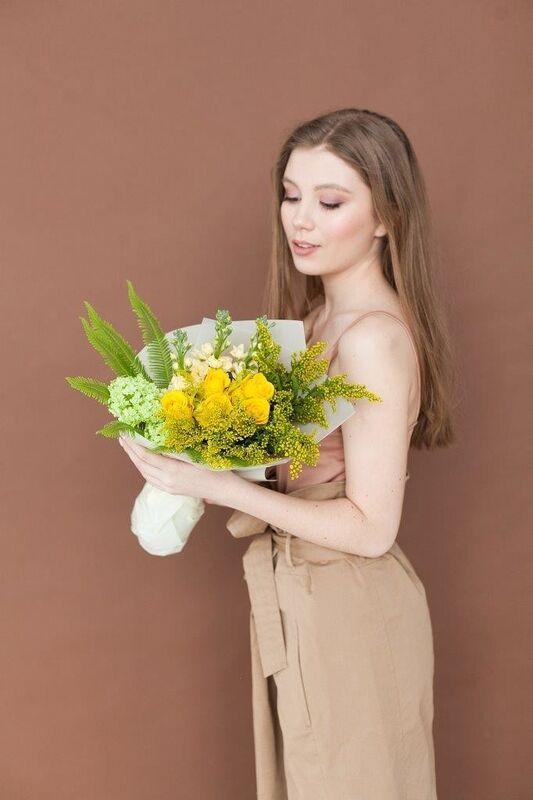 Магазин цветов ЦВЕТЫ и ШИПЫ. Розовая лавка Букет желто-зеленый (диаметр 25-30 см) - фото 2