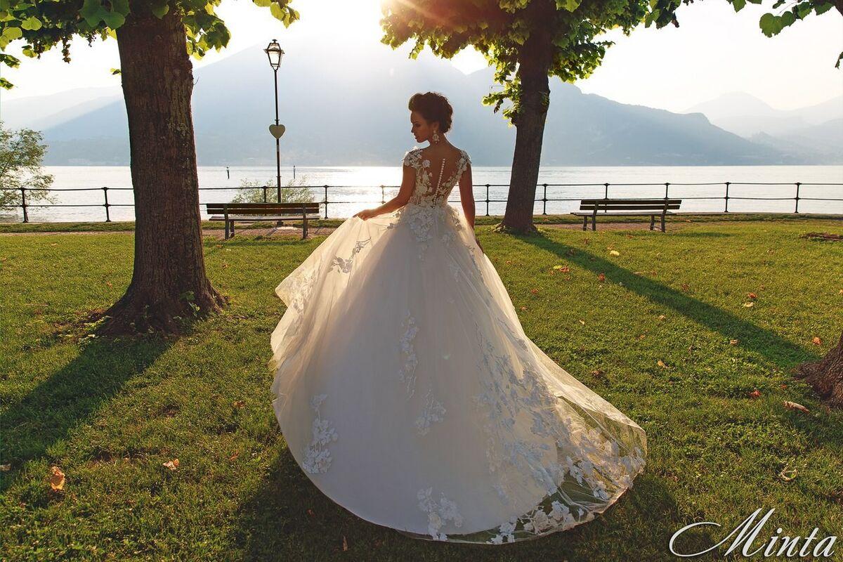 Свадебный салон Bonjour Galerie Свадебное платье Minta из коллекции Royal Luxury - фото 3