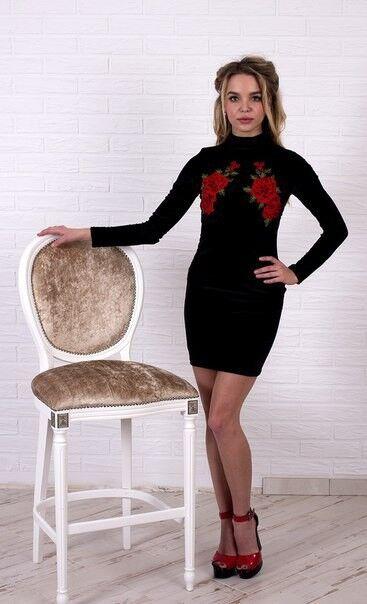 Вечернее платье Shkafpodrugi Бархатное черное платье мини с цветочной аппликацией 1120 - фото 2