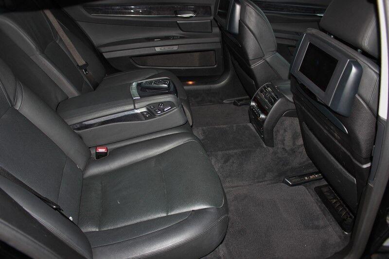 Прокат авто BMW 7 F02 - фото 7