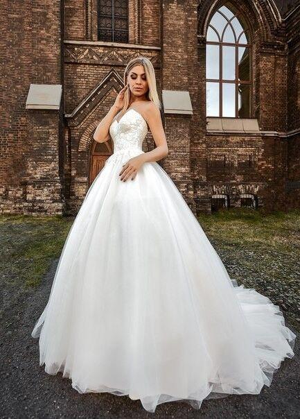 Свадебное платье напрокат Shkafpodrugi Свадебное платье с корсетом и открытыми плечами 0004-16 - фото 1