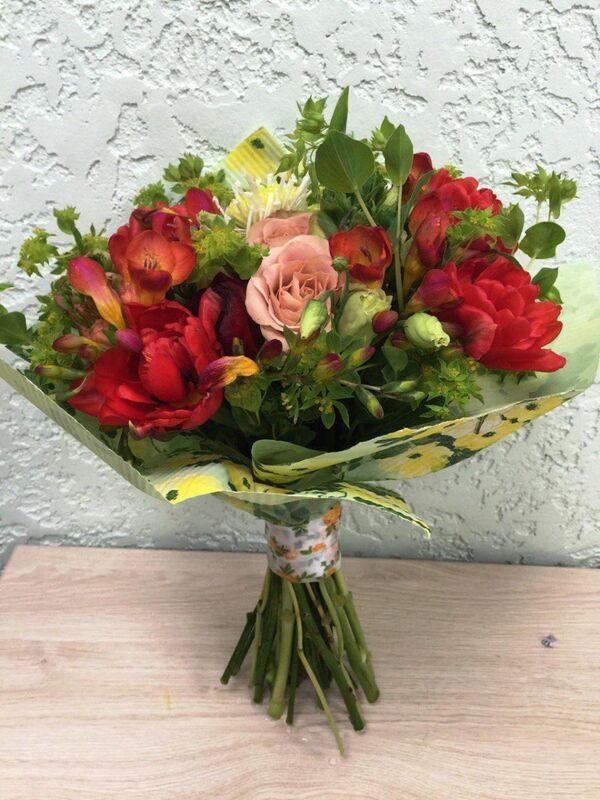 Магазин цветов Прекрасная садовница Букет весенний сочный - фото 2