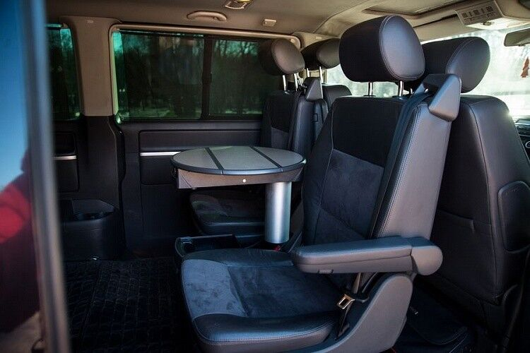 Аренда авто Volkswagen Multivan черного цвета - фото 5