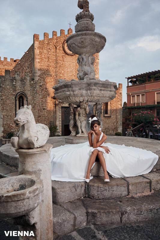 Свадебный салон Bonjour Galerie Свадебное платье VIENNA из коллекции BELLA SICILIA - фото 4