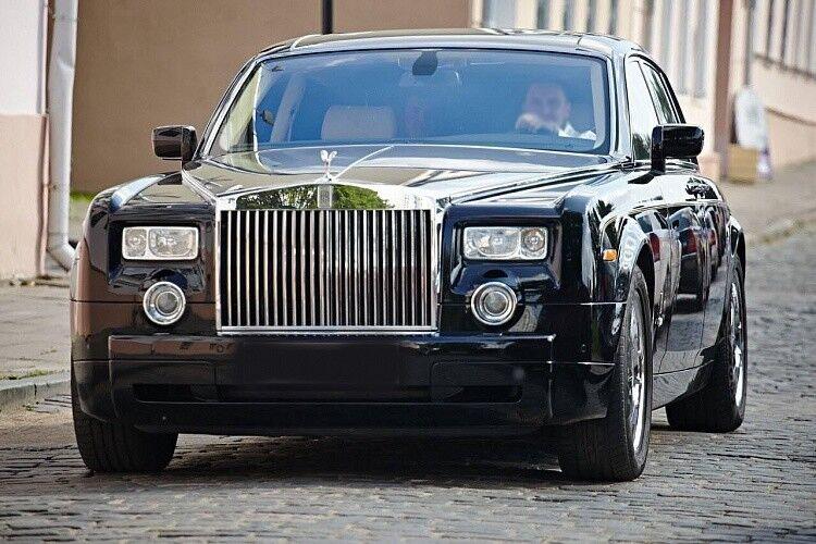 Прокат авто Rolls-Royce Phantom черного цвета - фото 6