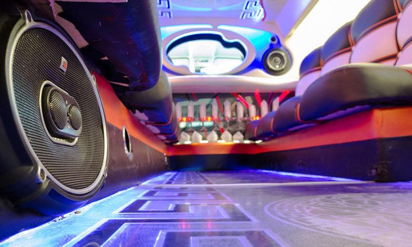 Аренда авто Cadillac Лимузин Escalade Versace - фото 2