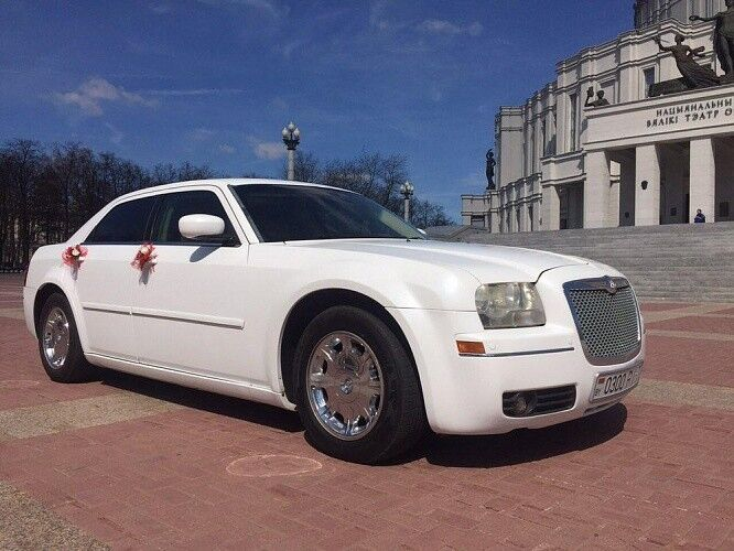 Прокат авто Chrysler 300C White - фото 1
