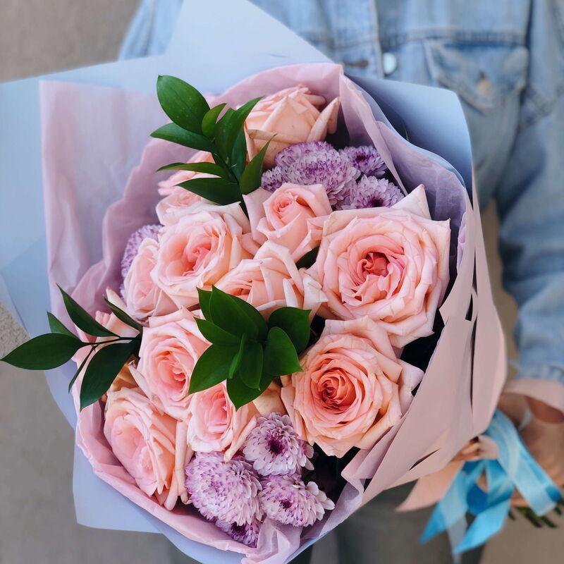 Магазин цветов Кошык кветак Букет классический из роз, хризантемы, рускуса - фото 1