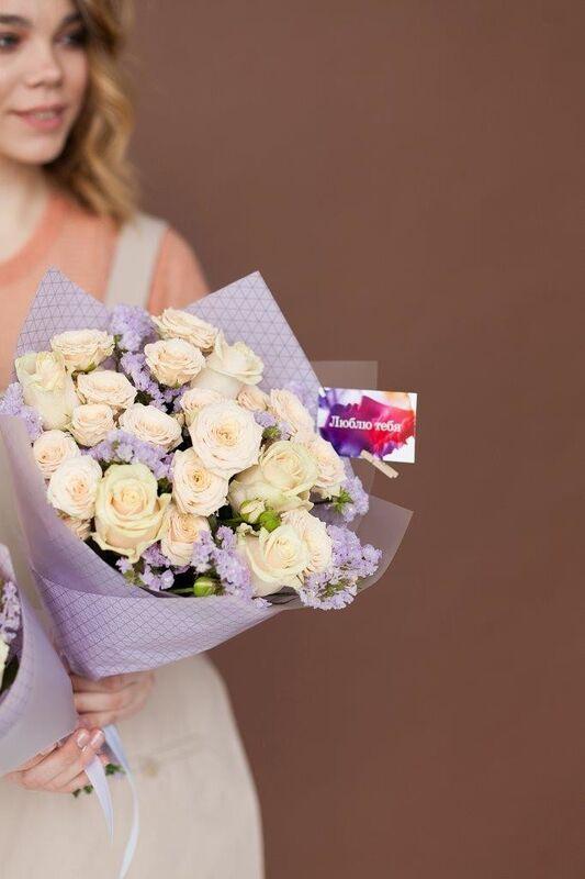 Магазин цветов ЦВЕТЫ и ШИПЫ. Розовая лавка Букет с розой кремовой (диаметр 30 см) - фото 1