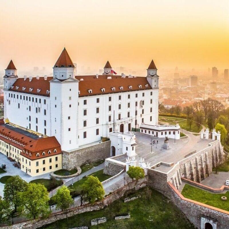 Туристическое агентство Внешинтурист Автобусный тур D7 «Уикенд на троих! Краков, Вена, Братислава!» - фото 1