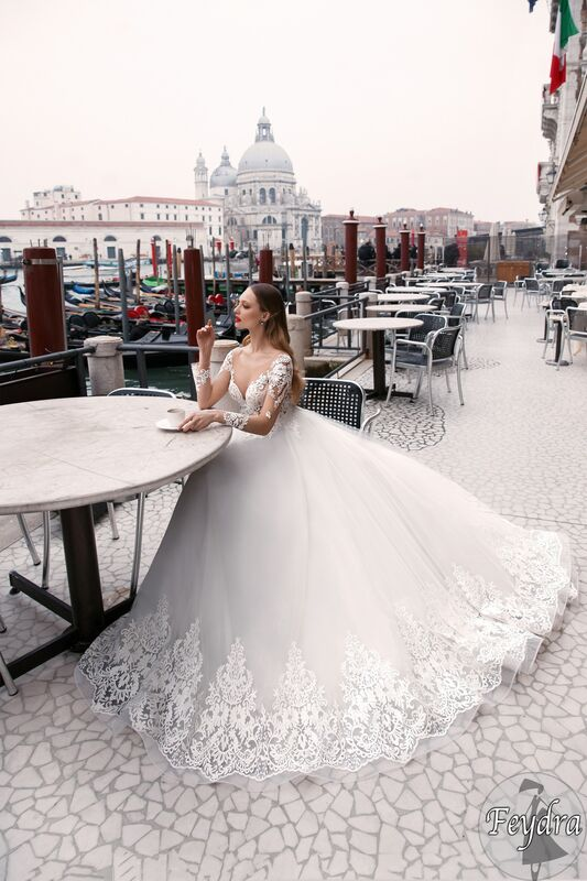 Свадебный салон Bonjour Galerie Свадебное платье «Feydra» из коллекции LE DELICE - фото 4