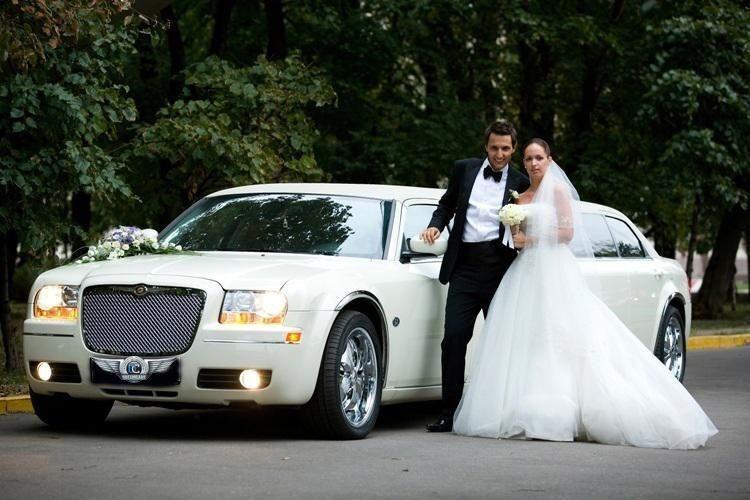 Прокат авто Chrysler 300C белого цвета, 10 мест - фото 4