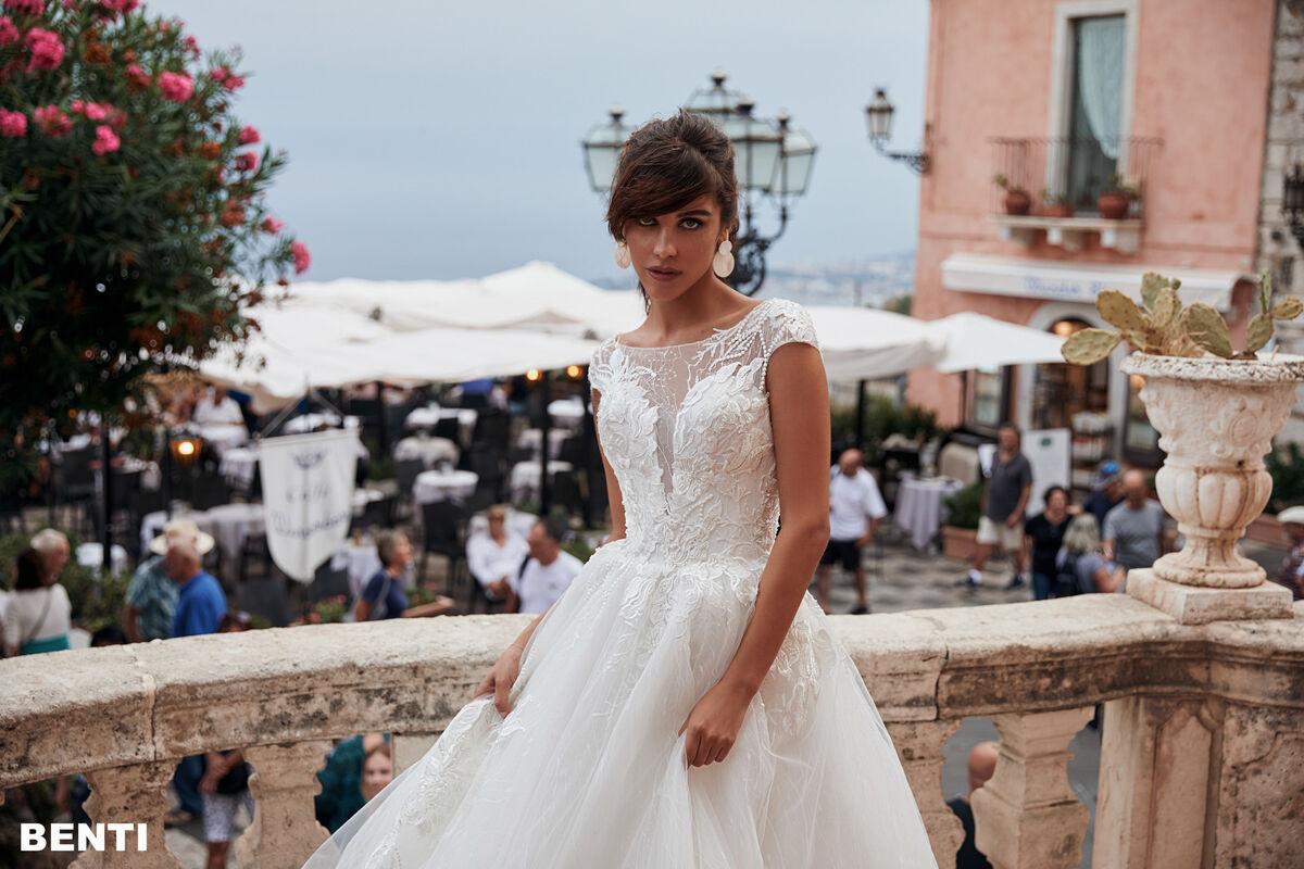 Свадебный салон Bonjour Galerie Свадебное платье BENTI из коллекции BELLA SICILIA - фото 5