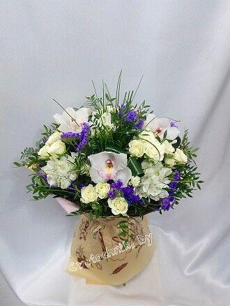 Магазин цветов Цветочник Букет с орхидей и кустовой розой - фото 2
