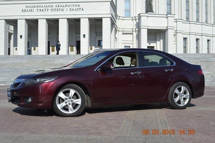 Аренда авто Acura TSX вишневого цвета - фото 2
