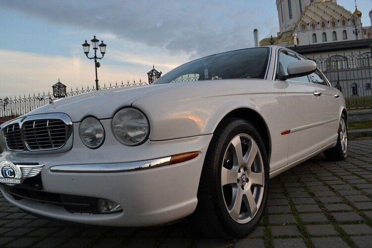 Прокат авто Jaguar XJ8 белого цвета - фото 1