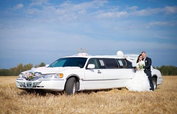 Аренда авто Lincoln Town Car белого цвета, 10 мест - фото 4
