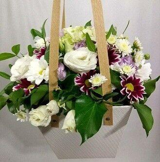 Магазин цветов Цветочник Светлая коробка с ручками - фото 1
