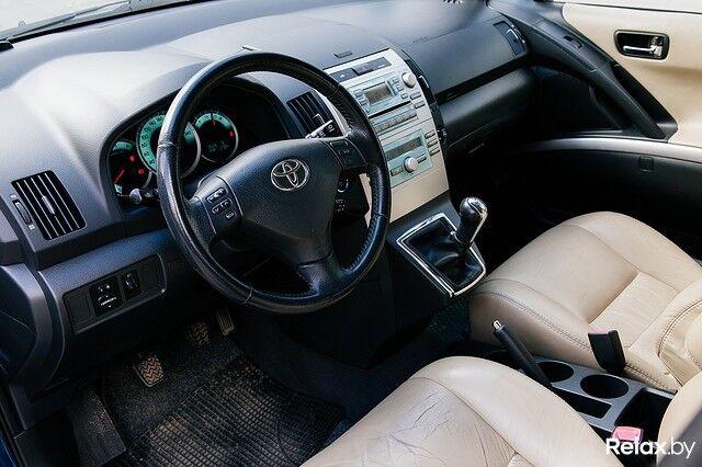 Прокат авто Toyota Corolla Verso 2008 г.в. - фото 4