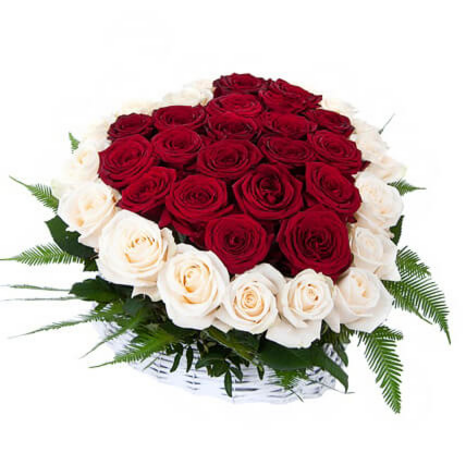 "Магазин цветов Долина цветов Корзина с цветами  ""Сердце из роз"" - фото 1"