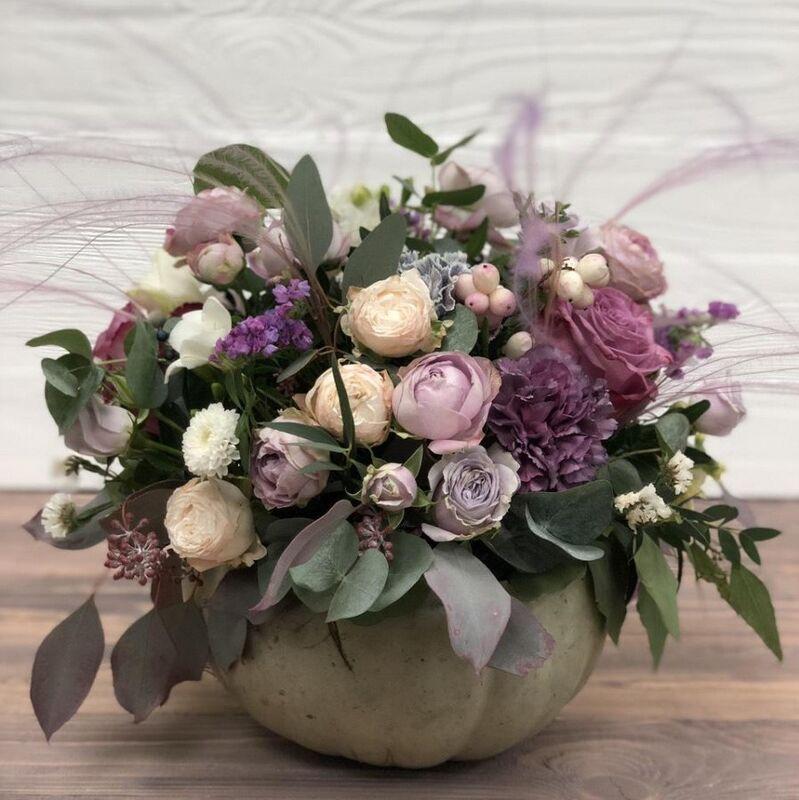 Магазин цветов Прекрасная садовница Элегантная тыквочка с розами различных сортов - фото 1