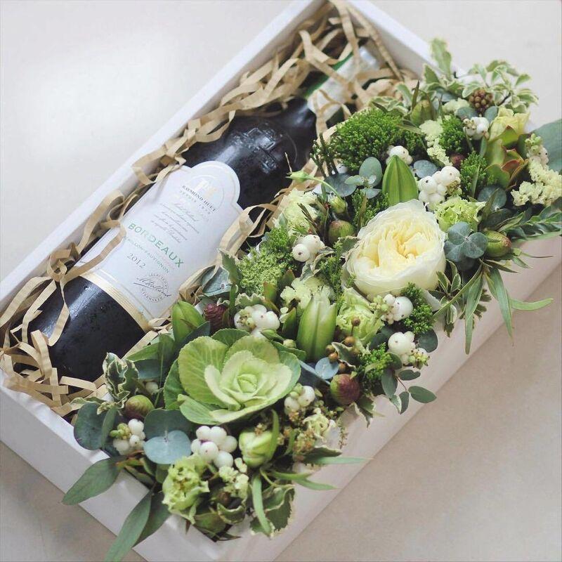 Магазин цветов VETKA-KVETKA Композиция в деревянном ящике под вино 211 - фото 1