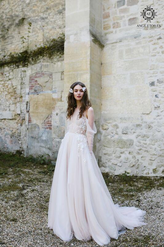 Свадебный салон Ange Etoiles Свадебное платье AEriality Collection  Antonia - фото 1