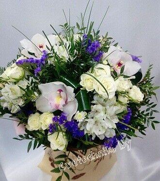 Магазин цветов Цветочник Букет с орхидеей и кустовой розой - фото 1