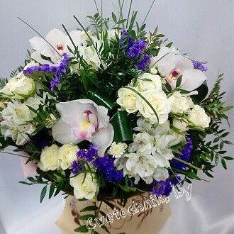 Магазин цветов Цветочник Букет с орхидей и кустовой розой - фото 1