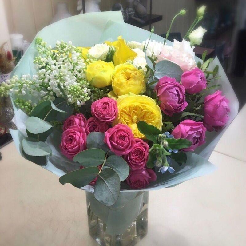 Магазин цветов Прекрасная садовница Букет с сиренью, садовыми розами и эустомой - фото 1