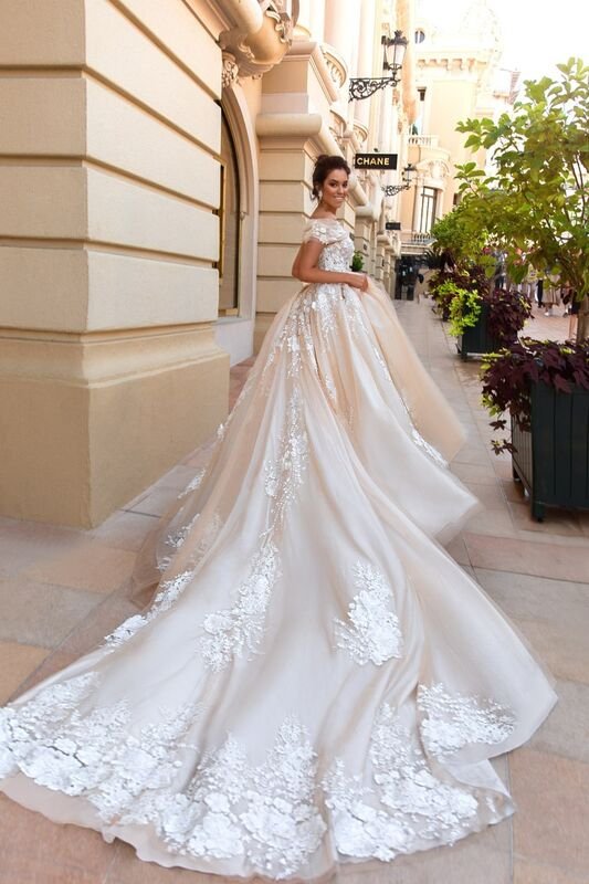 Свадебный салон Crystal Платье свадебное Emilia - фото 1
