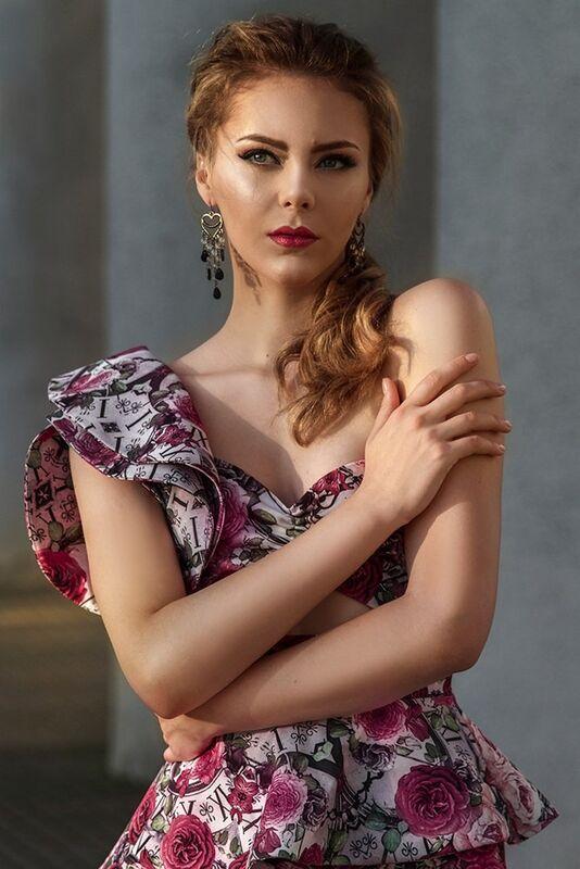 Вечернее платье Shkafpodrugi Яркий костюм из цветочной юбки и топа - фото 4