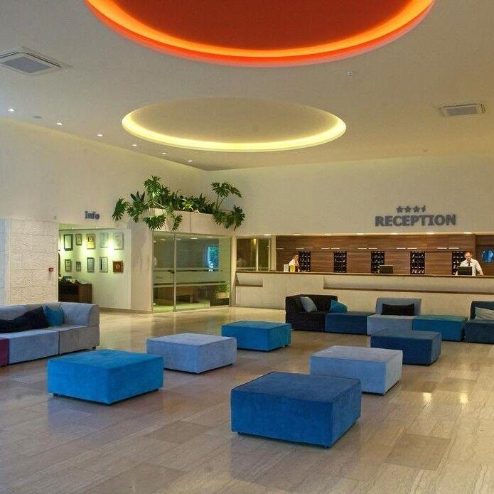 Туристическое агентство Голд Фокс Трэвел Пляжный aвиатур в Черногорию, Будва,Slovenska Plaza Hotel 3*+ - фото 1
