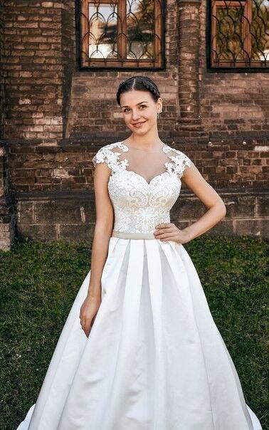 Свадебное платье напрокат Shkafpodrugi Платье свадебное с кружевным декором на декольте 002-16 - фото 3