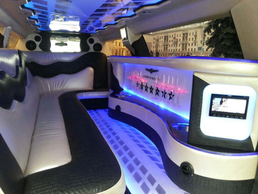 Прокат авто Chrysler 300c Limousine - фото 2