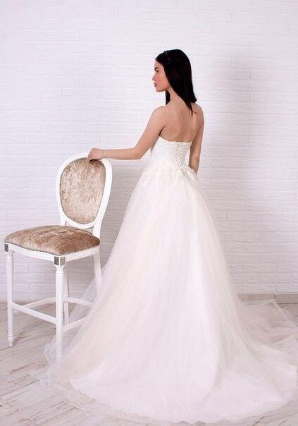 Свадебное платье напрокат Shkafpodrugi Пышное свадебное платье с отрытыми плечами, корсет расшит мелким кружевом 003-16 - фото 2