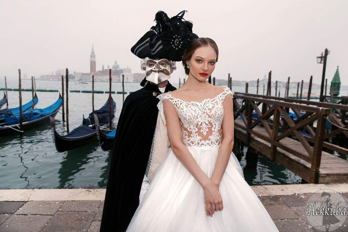 Свадебный салон Bonjour Galerie Свадебное платье «Hekkuba» из коллекции LE DELICE - фото 5