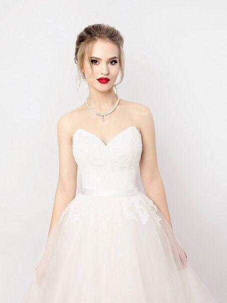 Свадебное платье напрокат Shkafpodrugi Пышное платье свадебное с кружевом на корсете и открытыми плечами 004-16 - фото 1