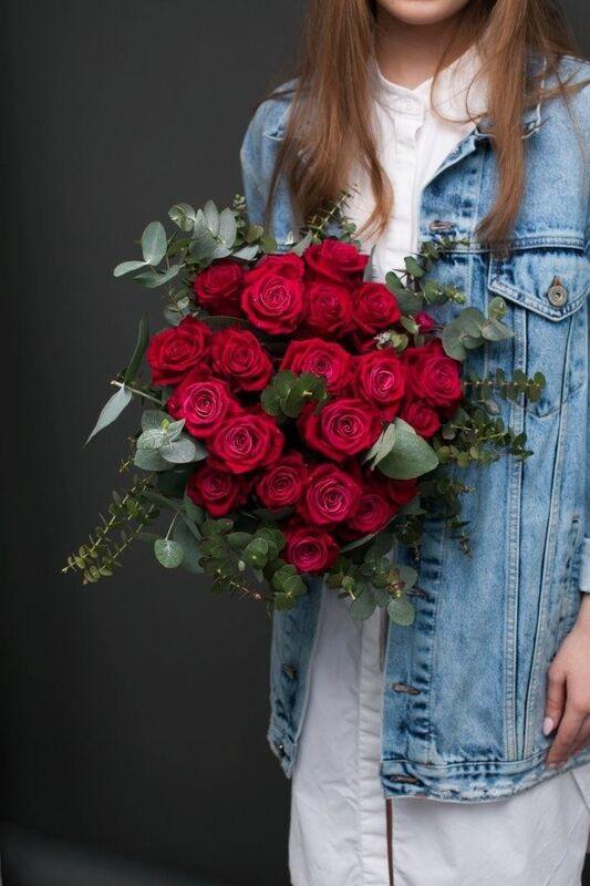 Магазин цветов ЦВЕТЫ и ШИПЫ. Розовая лавка Букет из винных роз Шангри-Ла (диаметр 35 см) - фото 3
