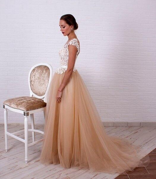 Свадебное платье напрокат Shkafpodrugi Свадебное платье с кружевным белым верхом и пышной юбкой-пачкой 0006-16 - фото 3