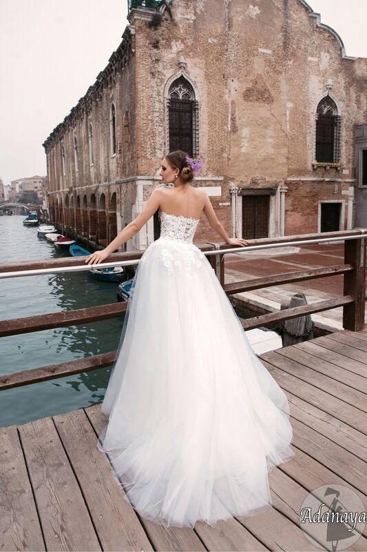Свадебный салон Bonjour Galerie Свадебное платье «Adanaya» из коллекции LE DELICE - фото 2